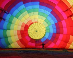 cappadocia_balloon_inflating_wikimedia_commons