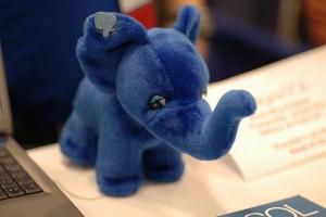 Der blaue Elefant ist das Maskottchen der PostGre-Gemeinde, ähnlich dem Pinguin bei Linux