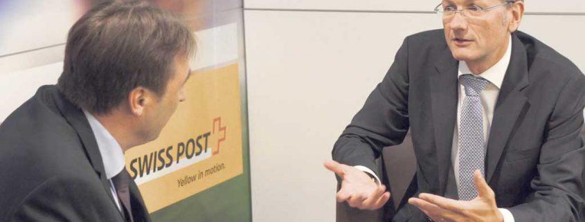 """Dr. Frank Wermeyer, Director Market Development Deutschland (re.), im Gespräch mit TREND-REPORT-Redakteur Bernhard Haselbauer: """"IncaMail 4.0 mit ihren neuen Funktionalitäten erleichtert noch stärker die Arbeit der Unternehmen, allen voran der Personalabteilungen."""""""