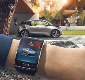 Die BMW-i-Remote-App für die Smartwatch Samsung Gear S ist eine Anwendung, die BMW-i-Fahrer nahtlos mit ihrem Fahrzeug verbindet – direkt über die Uhr am Handgelenk. Die App wurde entwickelt, um auf die wichtigsten Informationen ohne Umwege und in Echtzeit zugreifen zu können.