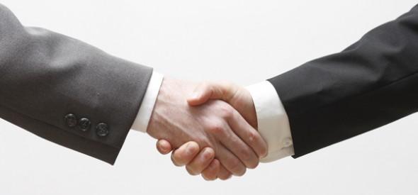 Two business men shaking hands; flickr.com / 드림포유 handshake; Veröffentlicht unter: https://creativecommons.org/licenses/by-nd/2.0/
