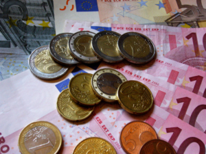 Donald Townsend Euros and cents; https://flic.kr/p/9HtNj flickr.com; Veröffentlicht unter: https://creativecommons.org/licenses/by-nc-sa/2.0/