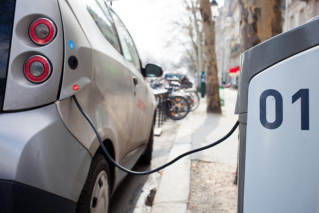 Håkan Dahlström Electric car charging station Håkan Dahlström Photography; flickr.com; https://flic.kr/p/eak2vu; Veröffentlicht unter: https://creativecommons.org/licenses/by/2.0/