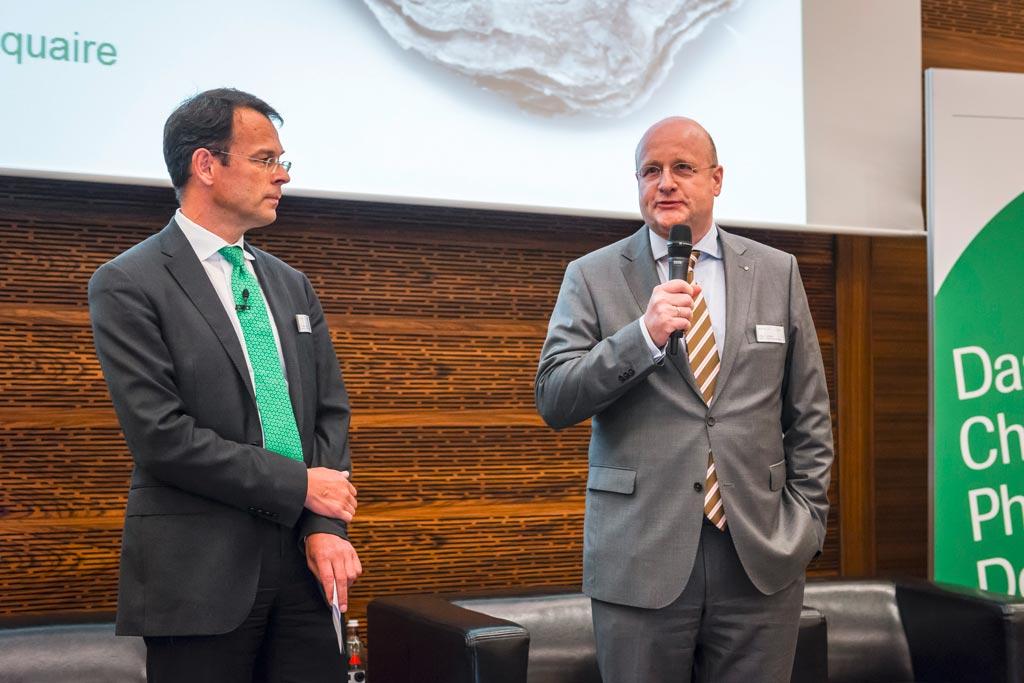 """Die Infraserv-Geschäftsführer Jürgen Vormann (rechts) und Dr. Joachim Kreysing begrüßten die Teilnehmer der """"perspectives"""". © Infraserv Höchst"""