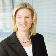 Claudia Müller von EnviroChemie optimiert mit Energieeffizienzdienstleistungen die Betriebskosten.