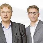 Michael Auerbach (links) und Frank-Michael Pácser berichten im Gespräch mit der TREND-REPORT-Redaktion über den Einsatz künstlicher Intelligenz und neuer Technologien im Dokumentenmanagement.